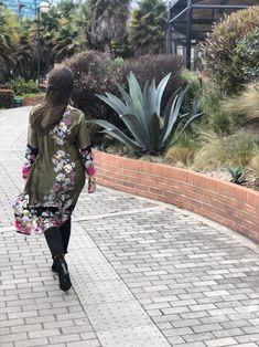 #kimono #seda #flores #moda #primavera #otoño #outfits #casual Kaftan, Casual, Outfits, Green Silk, Kimonos, Unique Clothing, Suits, Caftans, Kaftans