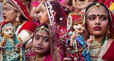The celebration of the monsoon, harvest and martial loyalty in Jaipur. The idols of Issar and Gangaur, manifestations of Shiva and Parvati, are worshiped by women, especially bachelors who pray for a Shiva-like companion. The Festival is particularly colorful in Jaipur, Udaipur and Mandawa in the Shekhawati region. Visit us: - http://indiatoursadvisor.blogspot.com/2017/05/popular-festivals-and-fairs-of-rajasthan.html