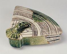 織部扇形蓋物 美濃 桃山時代(17世紀初期)