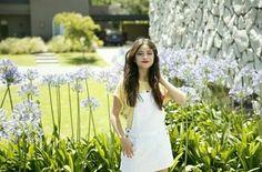 Novas fotos de Karol Sevilla❤ Dove Cameron, Demi Lovato, Selena Gomez, Kylie Jenner, How To Speak Spanish, Photos, White Dress, Lily, Singer
