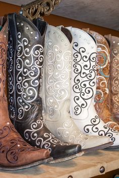 Lovely! #cowgirlboots #cowboyboots #country #countrygirlFor more Cute n' Country visit: www.cutencountry.com and www.facebook.com/cuteandcountry