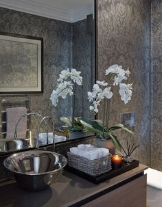 Deco How to decorate with Orchids: Sophie Paterson Interiors Water Leak Prevention Options Those who Bathroom Interior Design, Interior Design Living Room, Interior Decorating, Bathroom Counter Decor, Elegant Bathroom Decor, Bathroom Flowers, Downstairs Toilet, Bath Decor, Beautiful Bathrooms