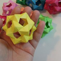 30 Unit PHiZZ Ball (modular origami) tutorial.