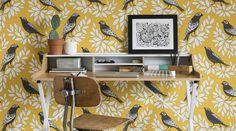 Papier peint oiseaux, un modèle jaune vitaminé signé Miss Print chez Au Fil des Couleurs.