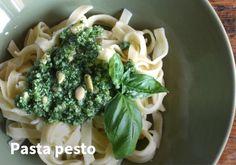 Pasta pesto #kauppahalli24 #resepti #pasta #pesto #ruokaanetistä #verkkoruokakauppa Pesto Pasta, Chicken, Meat, Recipes, Food, Pasta Al Pesto, Recipies, Hoods