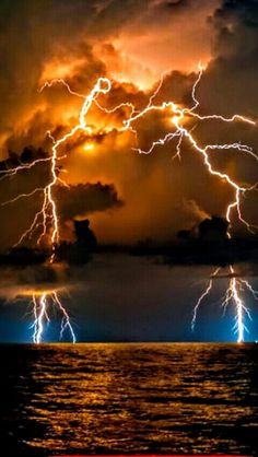Lightning Strikes – Everything for Nature Lightning Photography, Storm Photography, Nature Photography, Beautiful Nature Wallpaper, Beautiful Sky, Beautiful Landscapes, Lightning Drawing, Nature Pictures, Cool Pictures