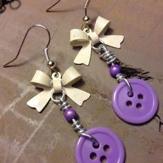 Boucles d'oreilles sans nickel, boutons violets et noeuds blancs- bijoux tessness