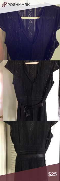 Banana Republic black blouse cap sleeve size 10 Gorgeous, fitted dressy blouse worn once to a wedding and sadly doesn't fit across my chest anymore size 10. Sheer flower linen lace print hook and eye closures, grosgrain ribbon ties at waist Banana Republic Tops Blouses