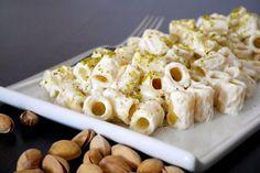 La pasta con crema di ricotta al pistacchio è un primo piatto tanto semplice quanto buono. Si prepara in 10 minuti (giusto il tempo di cottura della pasta)