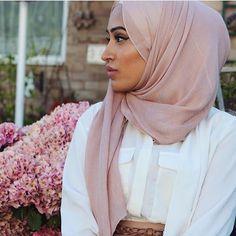 @sebinaah gorgeous as ever, spotted in our Sphinx Cotton Modal Wrap! #hijab #fashion #hijabfashion #modestfashion #ootd