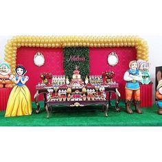 Branca de Neve e os 7 anões para comemorar os 4 anos da Melissa aqui no @upafestas. Os pais, Ricardo ...