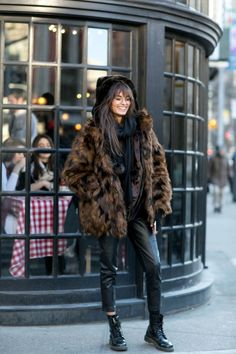 LOUISA nextstopfw | fur coat jacket black brown streetstyle