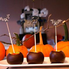 Trick your taste buds with these ten delicious treats that won't scare your waistline. Kid-friendly and mom-approved, these hauntingly healthy snacks are as fun to make as they are to eat! Halloween Treats For Kids, Halloween Goodies, Holiday Treats, Toddler Halloween, Halloween Bunco, Holidays Halloween, Chocolate Covered Apples, Chocolate Dipped, Healthy Meals For Kids