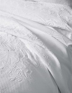 THE WHITE COMPANY - Etienne duvet cover | Selfridges.com Small Cushion Covers, Small Cushions, Bed Cushions, Scatter Cushions, Vintage Bedspread, Chenille Bedspread, Colchas King, White Bedspreads, Comforters