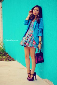 17 Amazing Outfit Ideas with Colored Blazers for Stylish Spring Look - Style Motivation Sky Blue Blazer, Blue Blazer Outfit, Colored Blazer, Only Fashion, Green Fashion, Look Fashion, Fashion Outfits, Street Style 2014, Spring Looks