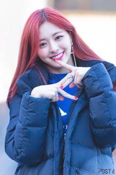 Kpop Girl Groups, Korean Girl Groups, Kpop Girls, Fandom, Euna Kim, Rapper, Soyeon, Kpop Outfits, Yoona