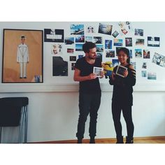 Stuart kriegt sie alle!  Auch Y-Nhi und Chris sind jetzt riesen Square Book Fans ❤. Perfekt für eure Lieblings-Instagram Fotos mit weißem Rahmen und quadratischem Bildausschnitt und nur für euch zum Einführungspreis von nur 10€.  #instagrambook #clixxie #square #squarebook #instabook #instagramfotobuch #instagrambuch #squares #Stuart #YNhi #Chris #minions #minionsofinstagram #minion #friday #instalike #instalove #picoftheday #picoftheweek #friday #weekend #we