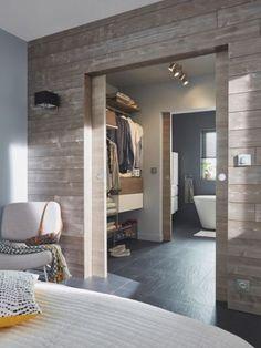 Fascinating Dressing Room Design Ideas For Interior Inspiration - interiordesignsuit Master Bedroom Closet, Bedroom With Ensuite, Home Bedroom, Master Suite, En Suite Bedroom, Bathroom Closet, Mirror Bathroom, Master Bedrooms, Dressing Room Decor
