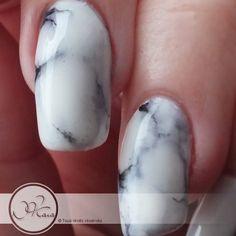 Apprendre a réaliser un nail art Marbre blanc
