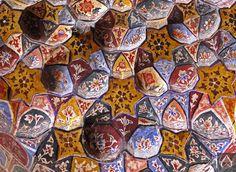 Muqarnas - Wazir Khan Masjid, Lahore. View more photographs: http://islamic-arts.org/2014/masjid-wazir-khan-revisited/  Photo credits: http://islamic-arts.org/2014/masjid-wazir-khan-revisited/