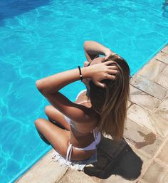 98 Trendy Summer Pool Pictures To Copy Visit for more summer vibes couples bea. Beach Sunset Photography, Pool Photography, Fashion Photography, Pool Poses, Beach Poses, Summer Instagram Pictures, Summer Pictures, Couple Beach Pictures, Shotting Photo