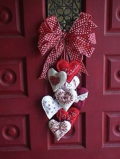 90 Easy Dollar Store DIY Valentine's Day Wreath Ideas that will Make your Front Door speak ro. 90 Easy Dollar Store DIY Valentine's Day Wreath Ideas that will Make your Front Door speak romantic verses - Hike n Dip, Diy Valentines Day Wreath, Valentines Day Cookies, Valentines Day Decorations, Valentine Day Crafts, Holiday Crafts, Christmas Wreaths, Christmas Crafts, Christmas Decorations, Printable Valentine