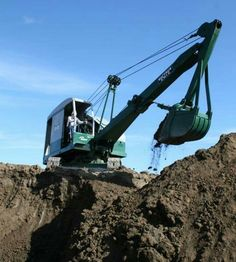 Earth Moving Equipment, Caterpillar Equipment, Allis Chalmers Tractors, Bucyrus Erie, Classic Tractor, Construction Machines, Antique Tractors, Dump Trucks, Vintage Trucks