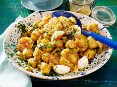 Unser beliebtes Rezept für Kartoffelsalat mit Ei und Senf-Honig-Vinaigrette und mehr als 55.000 weitere kostenlose Rezepte auf LECKER.de.