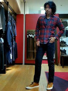 濃紺のデニムに赤のチェックシャツをあわせてみました。 デニムは日本製のJAPAN BLUE JEAN