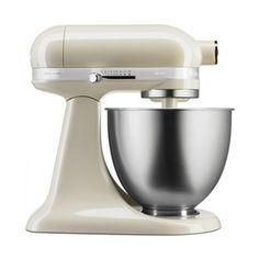 KitchenAid Almond Cream Mini Mixer They say good things come in small packages and this new generation Litre Mini Tilt-Head Mixer from KitchenAid, finished in almond cream, is no exception. Small Kitchen Storage, Small Kitchen Appliances, Kitchen Aid Mixer, Kitchen Countertops, Small Kitchens, House Appliances, Kitchenaid Artisan, Kitchenaid Stand Mixer, Stand Mixer Reviews