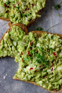 Nothing says quick breakfast than this easy avocado egg salad on toast. It is delicious and very easy to make too. This will be ready in 15 minutes Healthy Egg Salad, Avocado Egg Salad, Avocado Toast, Avocado Breakfast, Smashed Avocado, Breakfast Toast, Brunch, I Love Food, A Food