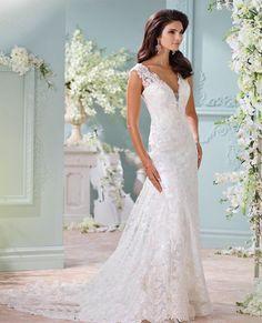 Mooie a lijn trouwjurk van kant met sexy V hals en open rug