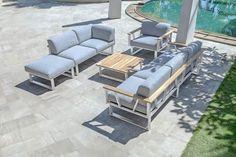 Schöne Gartenmöbel erschaffen neue Plätze im Garten, auf der Terrasse oder auf einem Balkon, an denen man sich ganz einfach und gemütlich niederlassen kann und die Seele baumeln lassen kann.