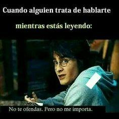 No me importa >:u Funny Spanish Memes, Funny Memes, Jokes, Harry Potter Tumblr, Harry Potter Memes, I Love Books, Books To Read, Forever Book, Book Memes