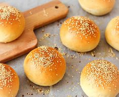 Fluffy Hamburger Bread with thermomix. Discover the recipe Hamburger Bread Fluffy, simple and easy to prepare at home thermomix. Homemade Hamburger Buns, Hamburger Bun Recipe, Mini Burger Buns, Mini Hamburgers, Homemade Hamburgers, Vegetarian Cooking, Cooking Recipes, Vegetarian Barbecue, Kitchen