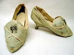 Shoes, Lisbon, Portugal, 1770, light green and cream silk, leather, floral sprig embroidery, silver bow clasp fasteners to laches. Museu Nacional do Traje e da Moda