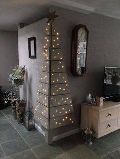 Tolle Lichtinstallation in Form eines Tannenbaums