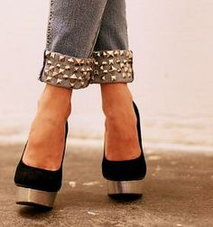 Mmmm i could do this with an old pair of jeans - would not be that hard!!!