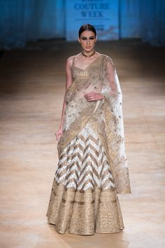 Lengha by Rimple and Harpreet Narula at ICW 2014