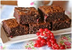 Brownies al ribes rosso e nocciole - Redcurrant and hazelnut brownies