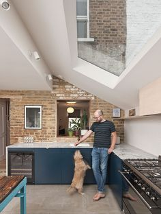 interior of modern extension with rooflights - gardenshed Open Plan Kitchen Dining Living, Open Plan Kitchen Diner, Kitchen Diner Extension, Living Room Kitchen, Home Decor Kitchen, Kitchen Ideas, Extension Veranda, House Extension Design, Extension Designs