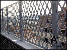 Las vallas metálicas aportan a su vivienda una mayor privacidad y seguridad convirtiéndose así en un elemento adicional de protección.