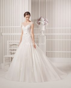 Nouvelle robe publiée!  luna novias mod. LETICIA 18S146. Pour seulement 1100€! Economisez 27%! http://www.weddalia.com/fr/boutique-vendre-robe-de-mariee/luna-novias-mod-leticia-18s146-2/ #RobesDeMariée www.weddalia.com/fr