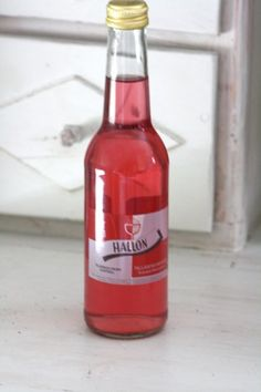 Vadelmalimsa Tallåsen. Hinta 3€ Hot Sauce Bottles, Teaser, Brewery, Lemonade, Raspberry, Soft Drink, Drinks, Graduation, Food