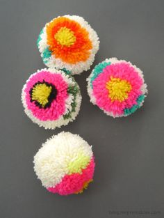 TO DIY OR NOT TO DIY: DIY FLOWER POM-POM MAKER