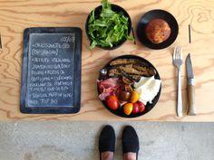 BENTO DU JOUR 08/07/2016 : Cressonette bio (de notre jardin!) - Assiette italienne : jambon cru aux baies rouge + mozza de bufflonne + courgettes grillées, de chez PAISANO + tomates cerises bio - Banana muffin home-made tout bio