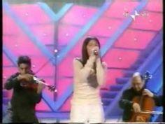 """""""Luce (tramonti a nord est)"""" è il primo grande successo in italiano di Elisa Toffoli, in arte Elisa . La cantautrice triestina, infatti, prima dell'esposione in quanto a popolarità dovuta a questa canzone, scriveva e cantava solo in lingua inglese. Per..."""