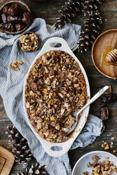 A super easy and quick to make granola-like recipe, Quinoa Crunch {Vegan + GF} . Ready in less than 20 minutes. Perfect for topping granolas and porridges.