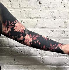 Amazing Blackout Tattoo Ideas You Could Rock On - Tats 'n' Rings Black Sleeve Tattoo, Solid Black Tattoo, Arm Sleeve Tattoos, Sleeve Tattoos For Women, Tattoo Sleeve Designs, Black Tattoos, Body Art Tattoos, Tattoo Drawings, Tattoo Arm