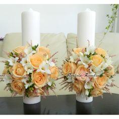 Lumanari scurte cu trandafiri peach Glamour Decor, Orchid Bouquet, Astilbe, Centerpieces, Table Decorations, Pillar Candles, Orchids, Burgundy, Peach